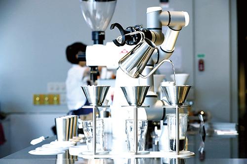 로봇이 타주는 커피맛은 어떨까...